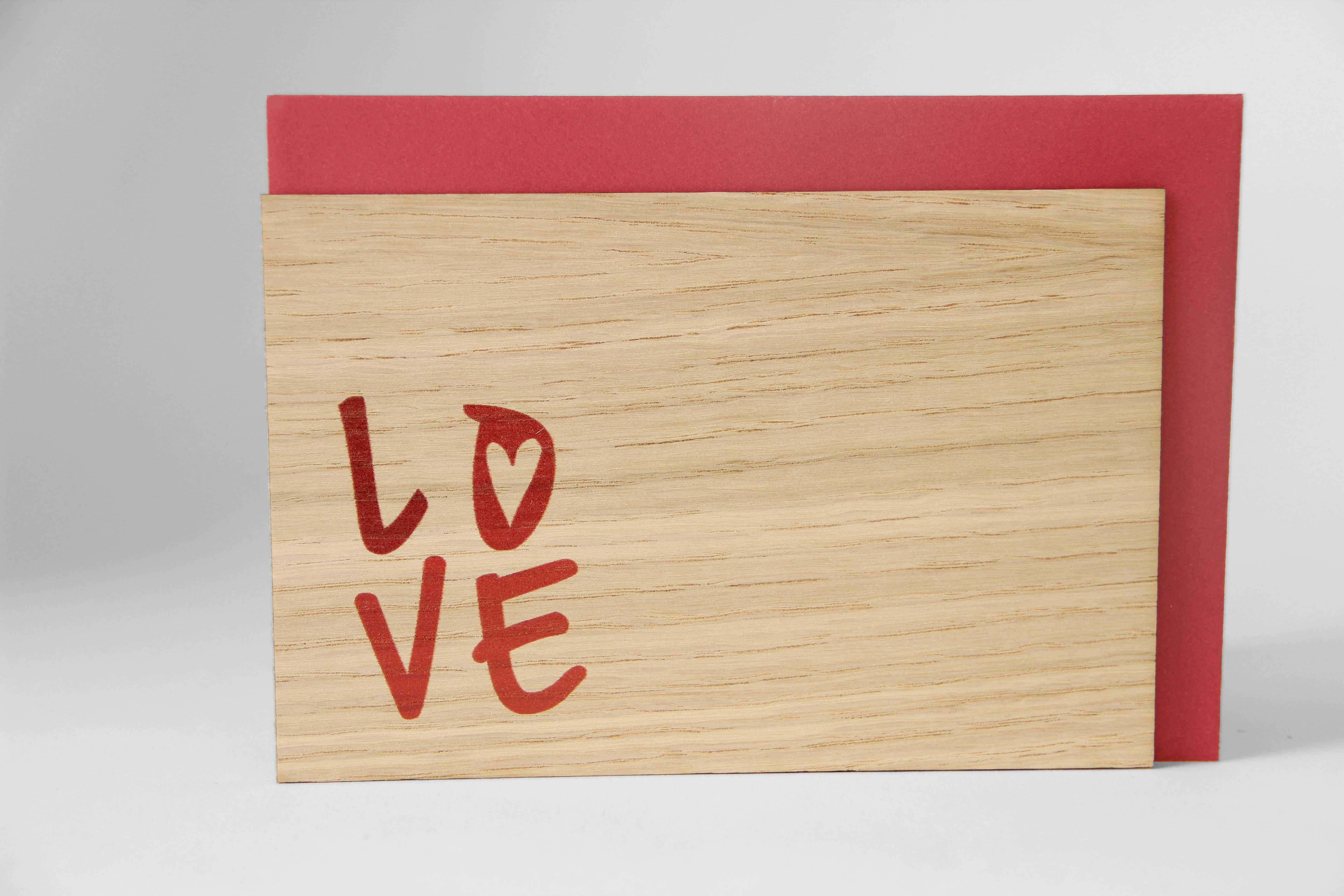 Original Holzgrußkarte - L O V E in Farbe - 100% handmade in Österreich, aus Eichenholz gefertigte Geschenkkarte, Grußkarte, Klappkarte, Postkarte, Geschenk für Jahrestag - Valentinstag
